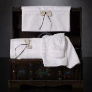 Λαδόπανο Βάπτισης Λευκό με Φιογκάκι και Μπλε Κορδελίτσα
