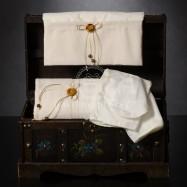 Λαδόπανο Βάπτισης Εκρού με Φιογκάκια και Ξύλινο Κουμπάκι