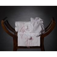 Λαδόπανο Βάπτισης Λευκό με Χειροποίητο Λουλούδι Μπροντερί και Ροζ Σατέν Κορδελίτσες