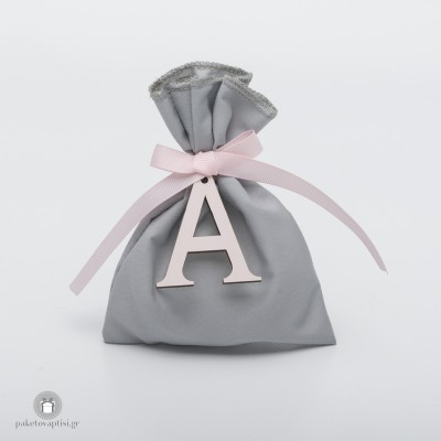 Personalized Μπομπονιέρα Βάπτισης Βαμβακερό Γκρι Πουγκί με Ξύλινο Ροζ Μονόγραμμα