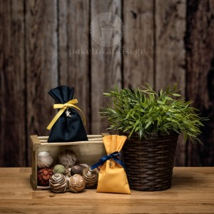 Mπομπονιέρα Βάπτισης Βαμβακερό Πουγκί με Μεταλλικό Μονόγραμμα σε Χρυσό Χρώμα