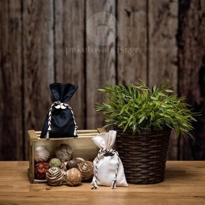 Mπομπονιέρα Βάπτισης Βαμβακερό Πουγκί με Πλεκτό Δίχρωμο Κορδόνι και Ξύλινο Μουστάκι