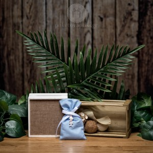 Mπομπονιέρα Βάπτισης Βαμβακερό Σιέλ Πουγκί με Μεταλλικό Πρίγκιπα
