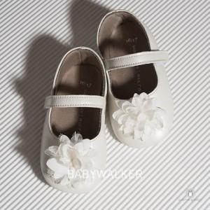 Παπουτσάκια Aγκαλιάς Μπαλαρινέ με Δαντελένιο Λουλούδι Babywalker MI1528