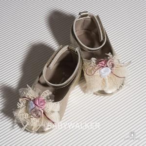 Παπουτσάκια Aγκαλιάς με Τούλινο Διακοσμητικό Babywalker MI1540